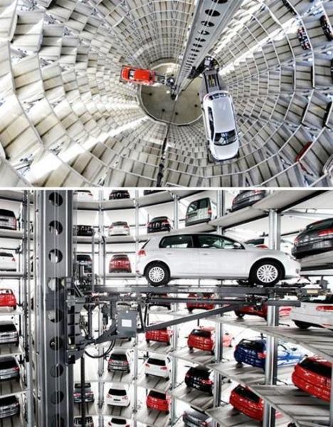 Башня VW. Парковка в городе Вольфсбург напоминает огромную башню, высота которой 48 метров. Парковка рассчитана на 800 автомобилей