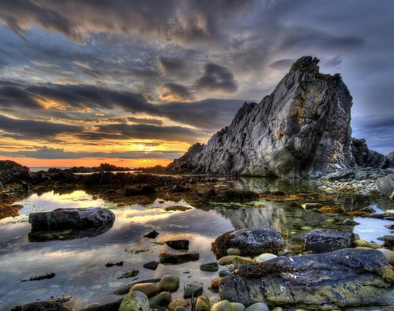 Закат среди скал