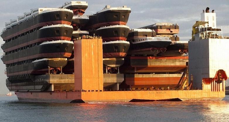 Корабль, перевозящий корабли