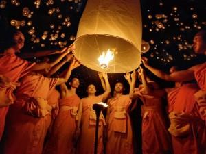 фонарики праздник в тайланде
