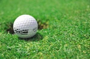 удивительная швеция - лунка для гольфа в обеих странах