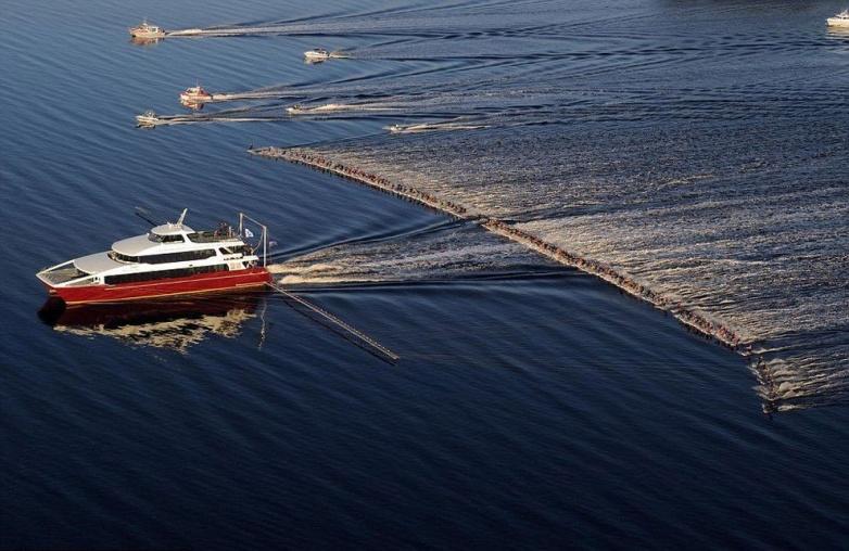 Массовый заезд на водных лыжах в Австралии. В нем приняли участие 145 человек, установив мировой рекорд