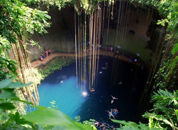 Сеноте Ик Кил — это хорошо известная пещера без свода, или провал, находящийся неподалёку от Писте в муниципалитете Тинум  на полуострове Юкатан, Мексика. Является частью археологического парка Ик Кил вблизи Чичен-Ица . Открыта для публики для купания и часто включается в автобусные экскурсионные туры.