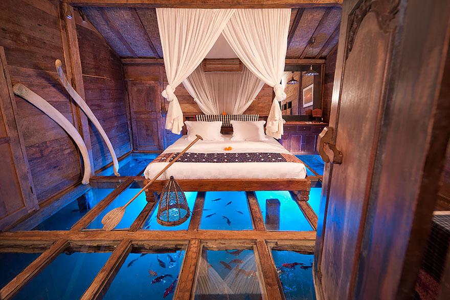 тель-домик со стеклянным полом, Индонезия, Бали