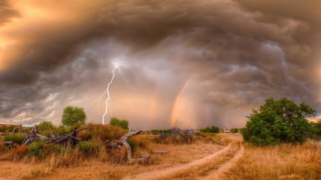 Закат гроза и радуга