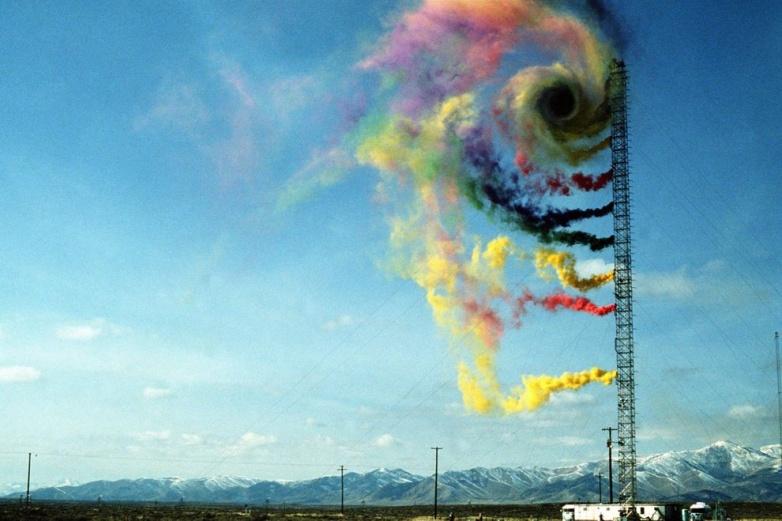 Ученые изучают направление и интенсивность воздушных потоков с помощью цветного дыма
