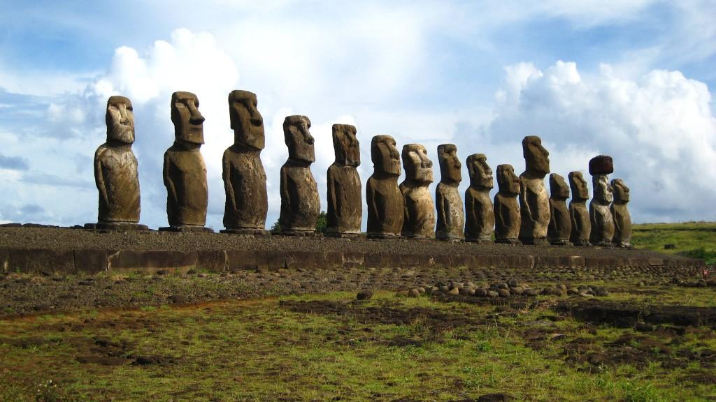 Остров Пасхи – это самый таинственный остров на нашей планете, расположенный в Тихом океане. Им интересуются многие: и культурологи, и историки, и геологи, ведь там есть много диковинок, которые не могут объяснить даже ученые.