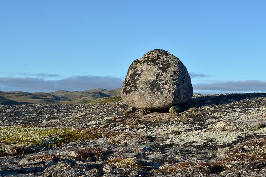 Сейды - священные камни саамов  в тундре