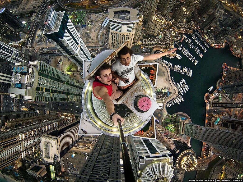 На вершине самого высокого в мире жилого здания