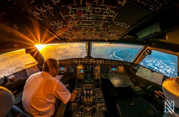 В кабине пилота
