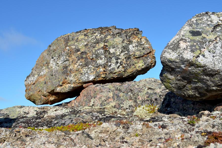 По одной из легенд саамские колдуны, умирая, превращаются в священные камни Сейды