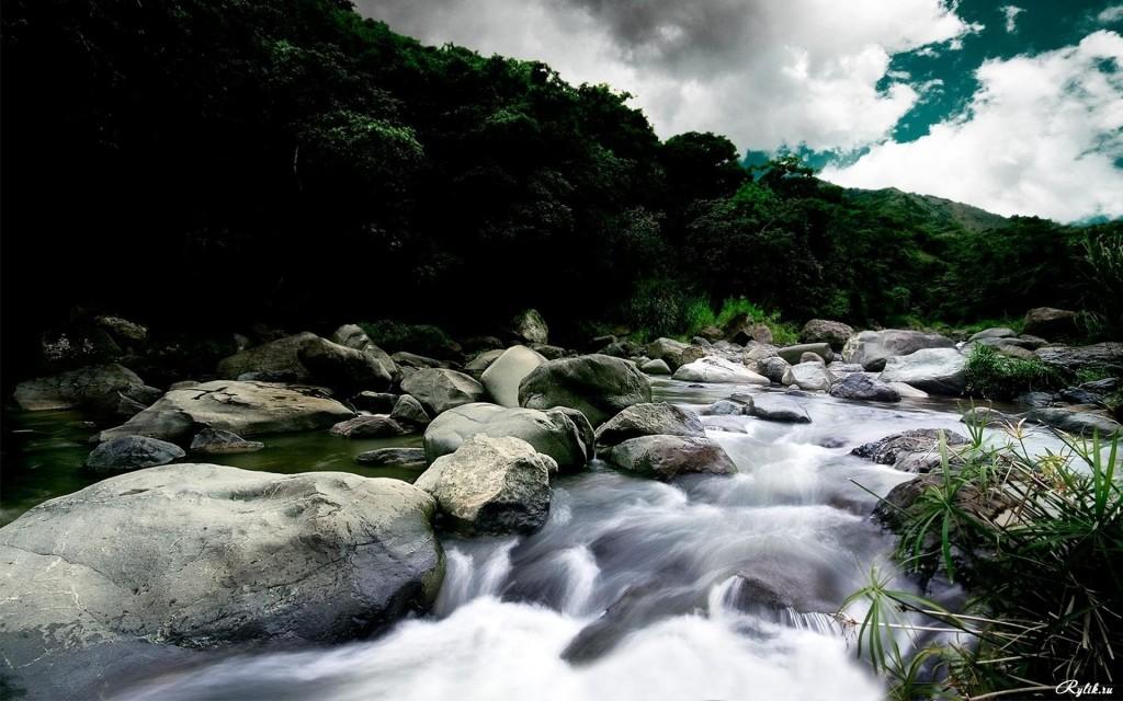 Камни и бегущая вода