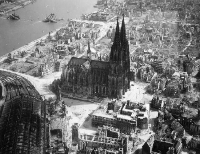 197 Кельнский собор во время Второй Мировой