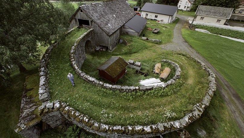 235 деревушка в Норвегии возле горы Иннердален.