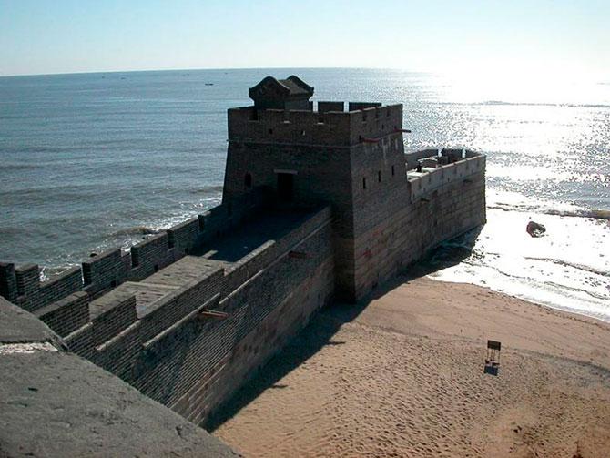 Китайская стена встречается с морем