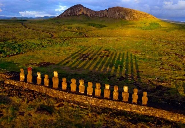 241  Восход солнца на острове Пасхи
