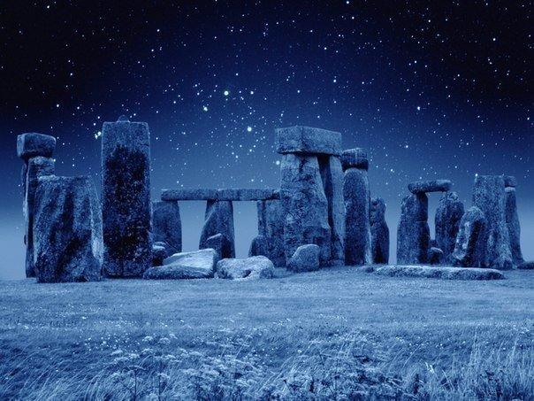270 Стоунхендж ночью, графство Уилтшир, Великобритания.